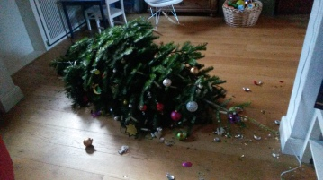 broken_christmastree_b